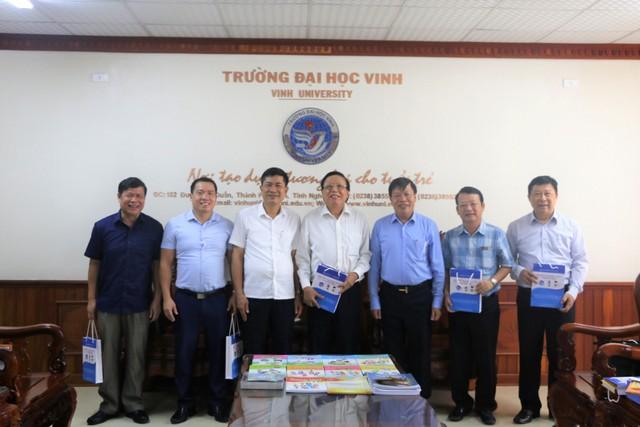 Công ty Cổ phần Đầu tư xuất bản – Thiết bị giáo dục Việt Nam đến thăm và làm việc với Trường Đại học Vinh